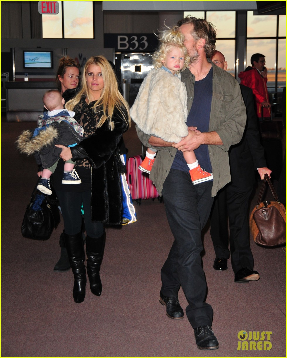 jessica simpson family head to boston for thanksgiving 032999884