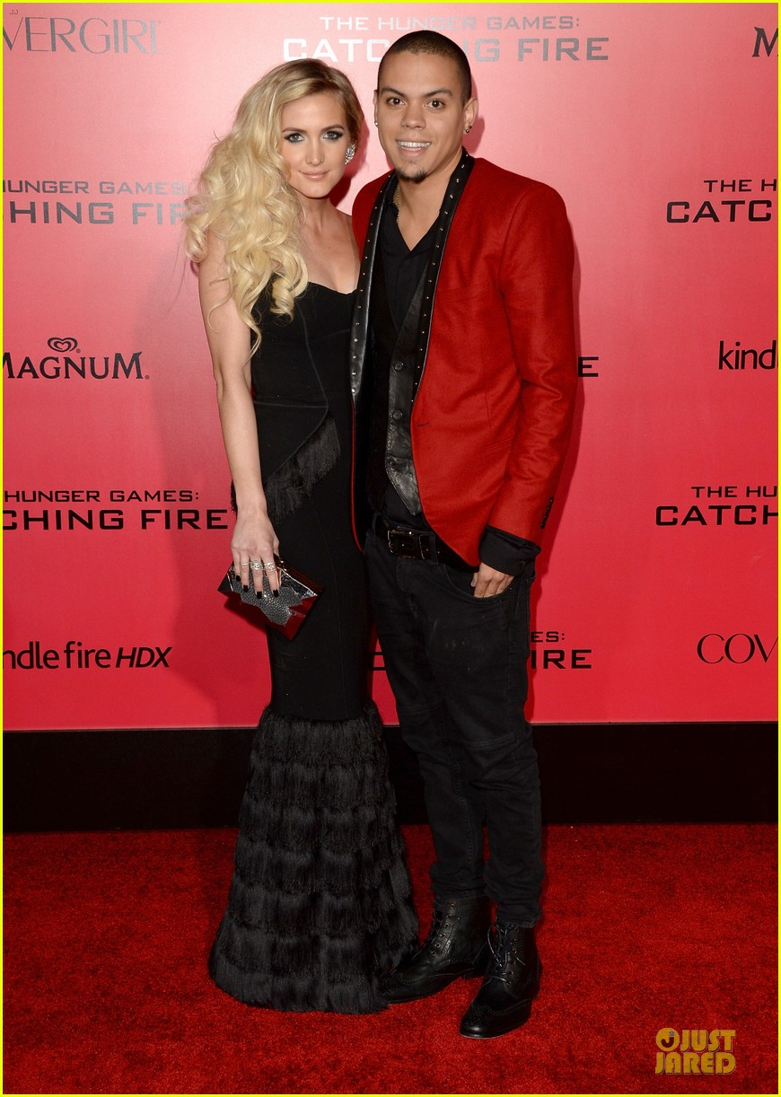ashlee simpson evan ross catching fire la premiere 012995732