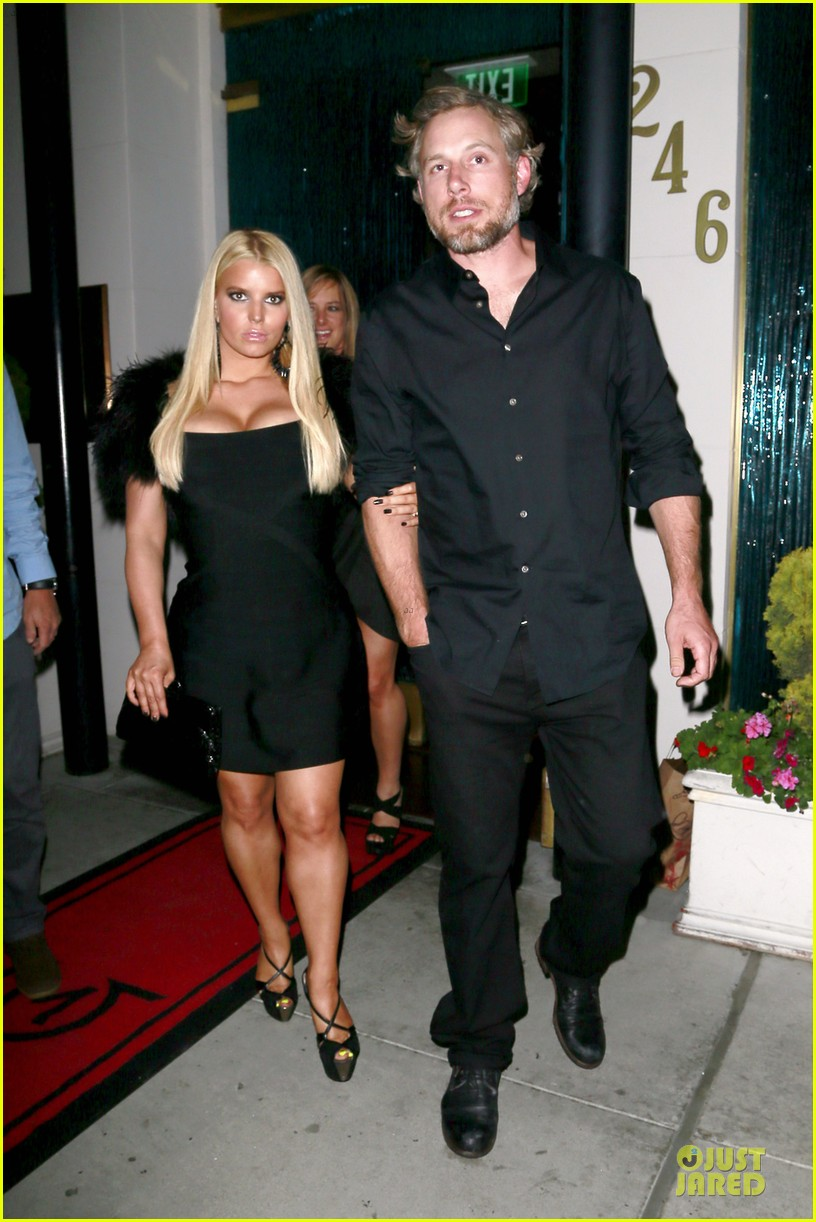 jessica simpson eric johnson halloween date with ashlee 03