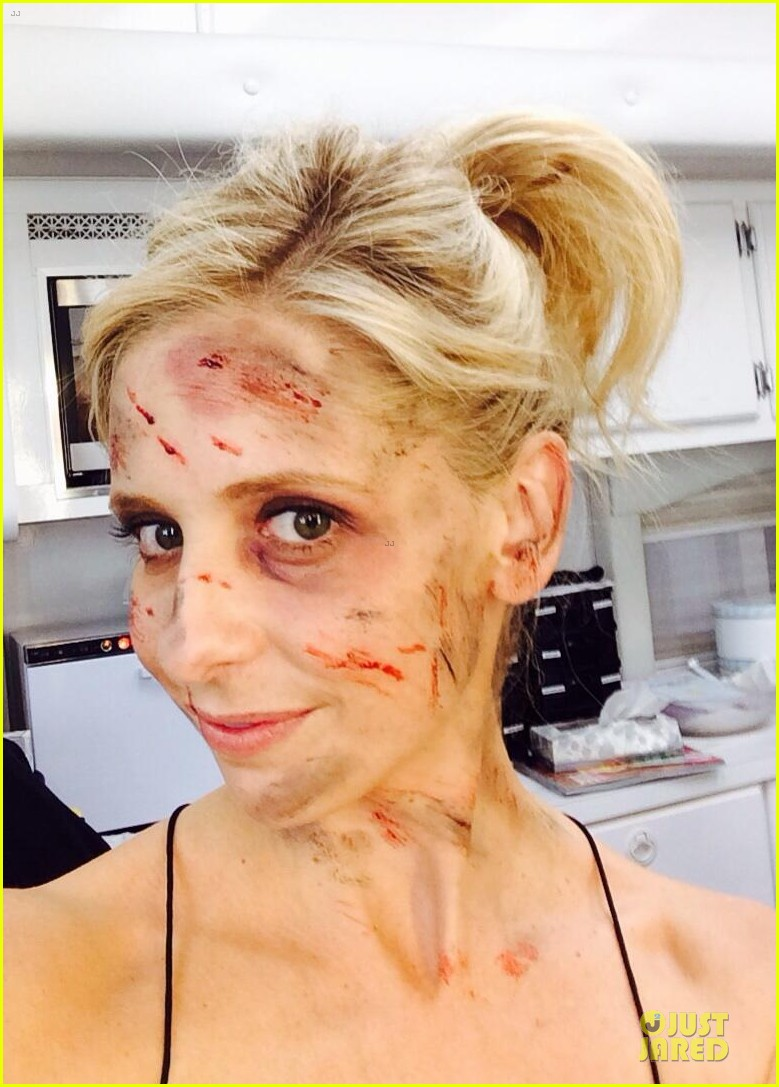 sarah michelle gellar roughed up for crazy ones 052994362