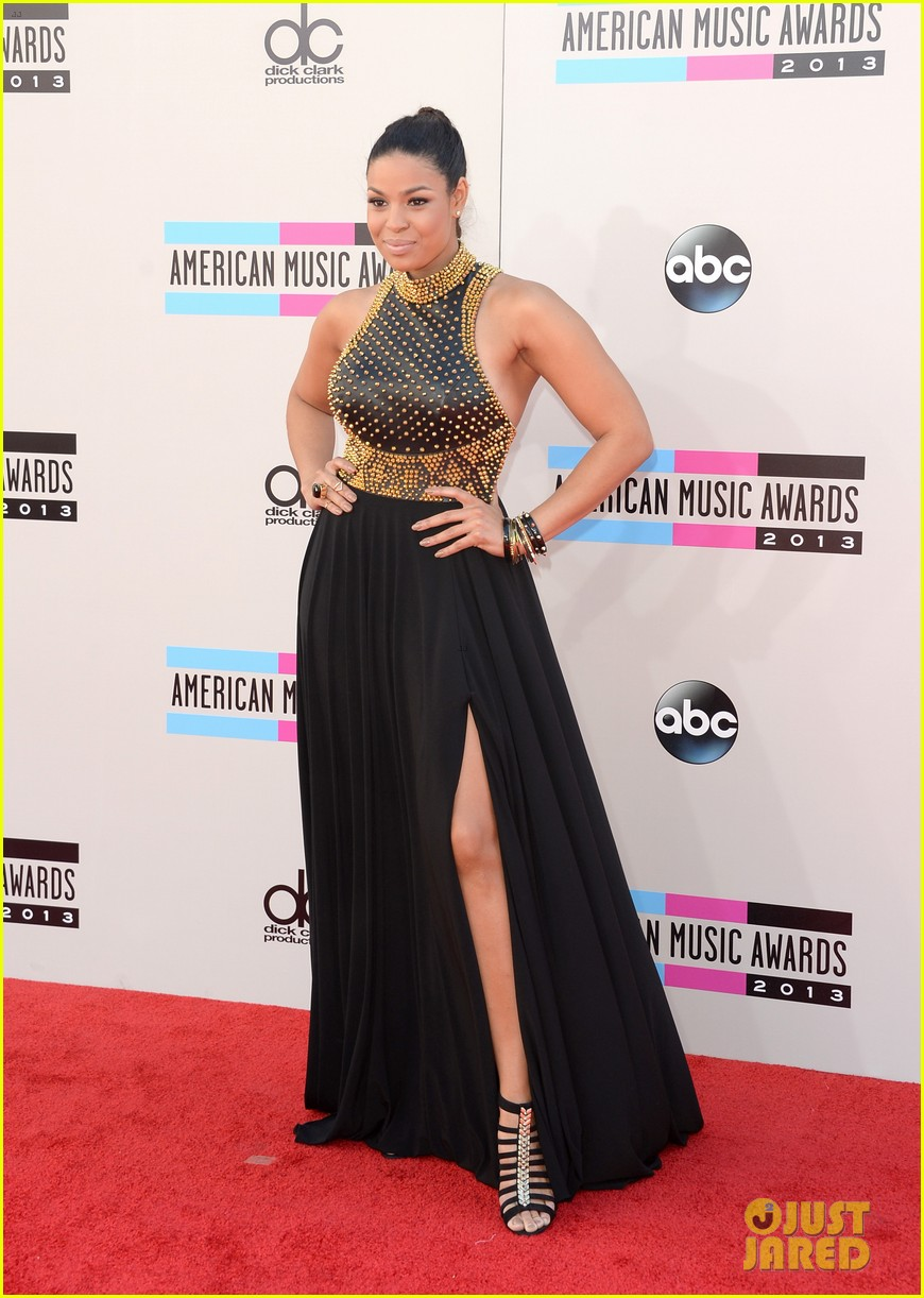 jordin sparks american music awards 2013 red carpet 07