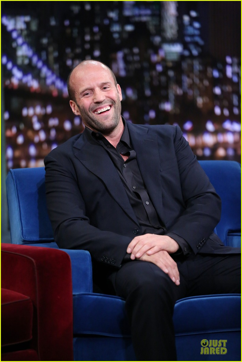jason statham plays water wars on fallon 14