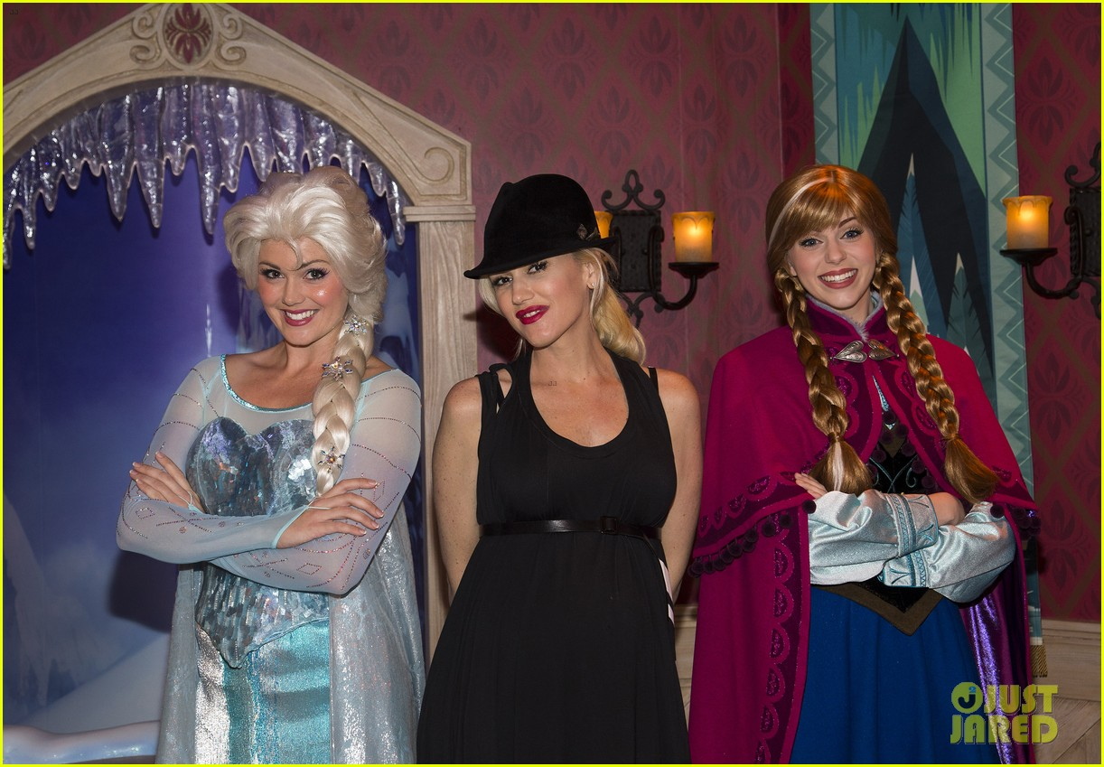 gwen stefani meets frozen characters at disneyland 063000150