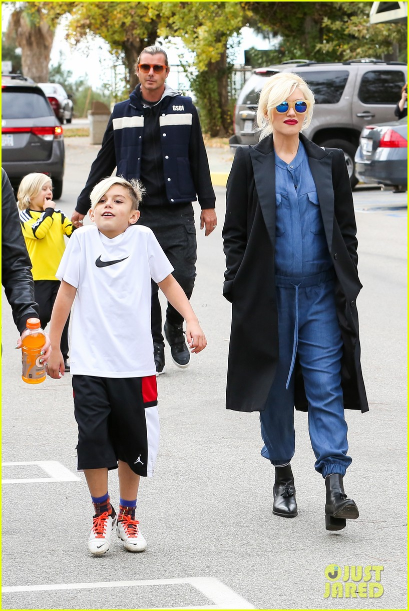 gwen stefani spends saturday with her family 022998807