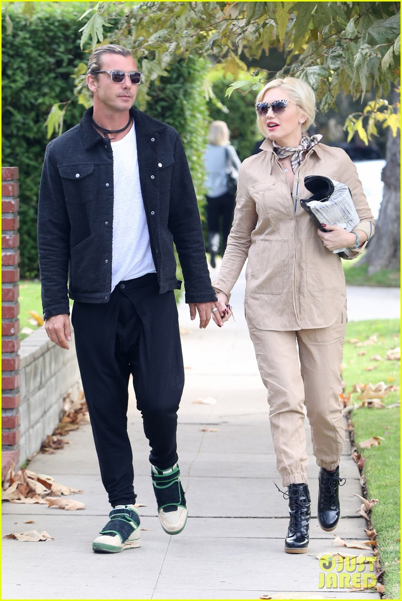 gwen stefani spends saturday with her family 042998809
