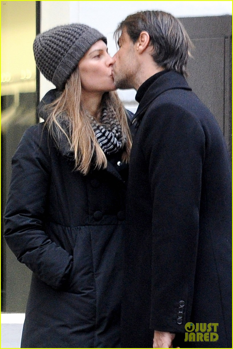 hilary swank lauren fleury kiss kiss in paris 02