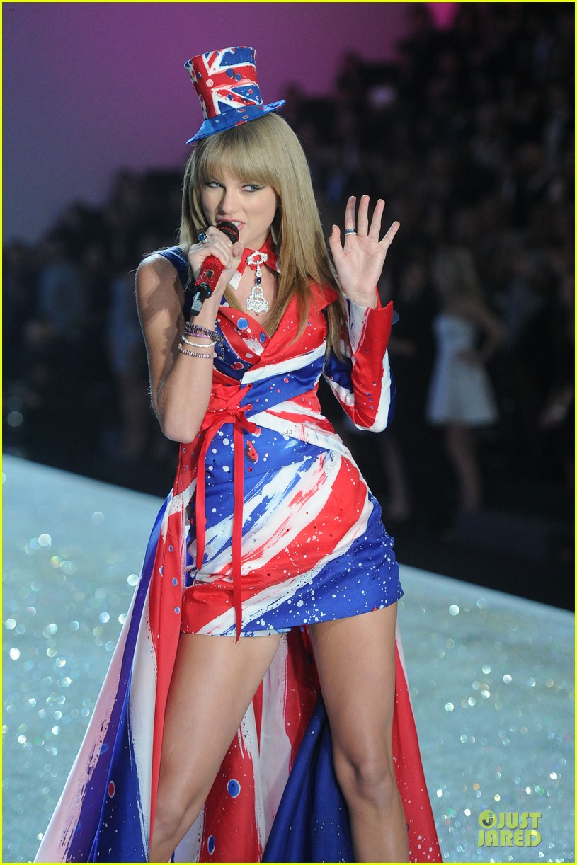 taylor swift victorias secret fashion show performer 2013 042992177