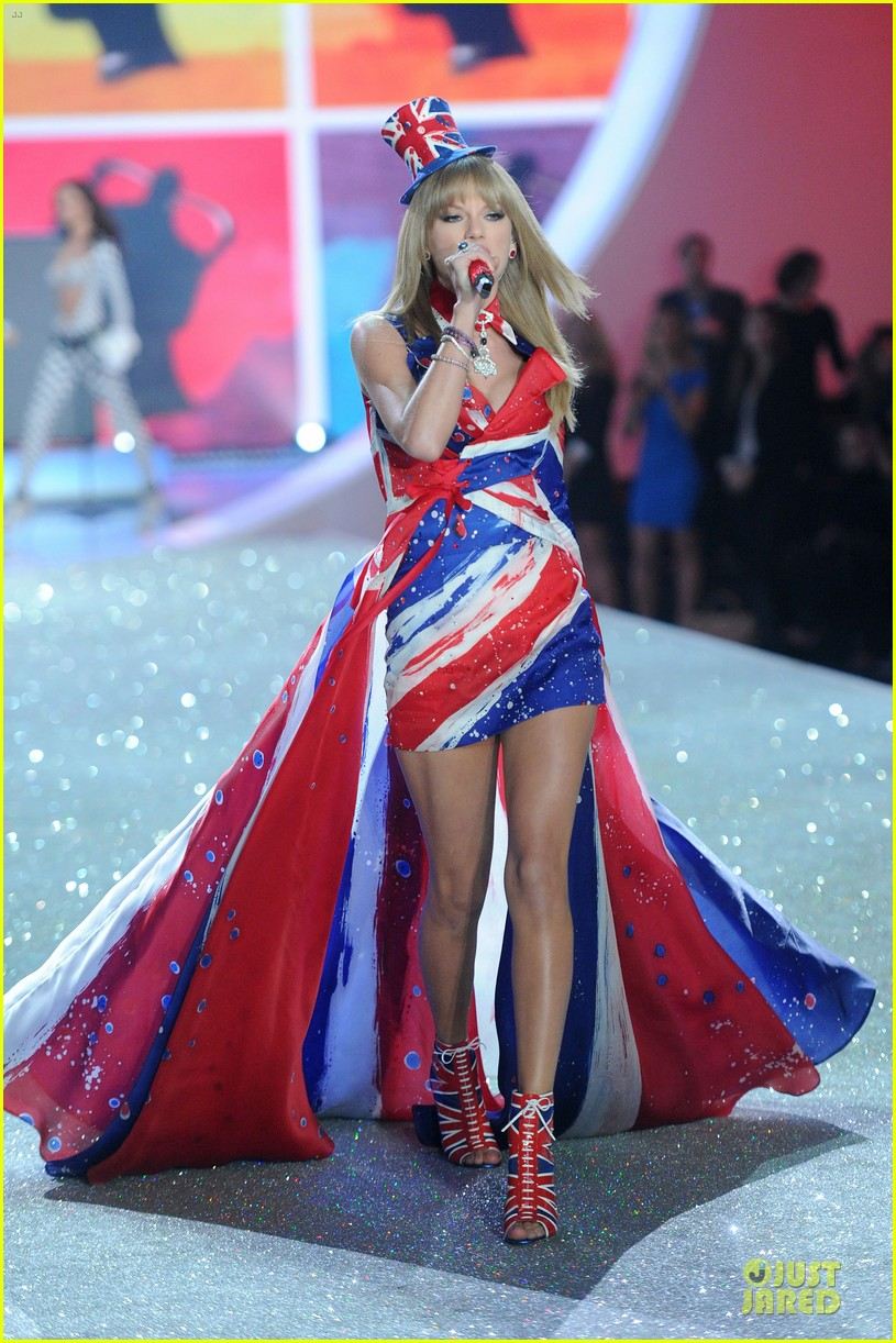 taylor swift victorias secret fashion show performer 2013 052992178