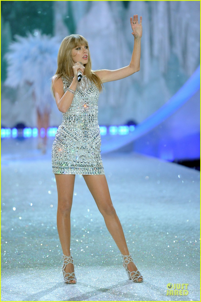 taylor swift victorias secret fashion show performer 2013 17