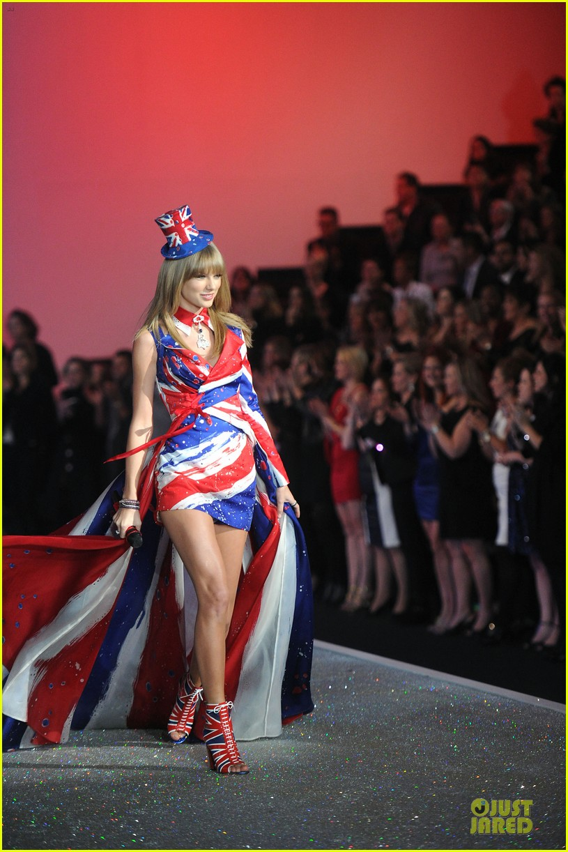 taylor swift victorias secret fashion show performer 2013 212992194