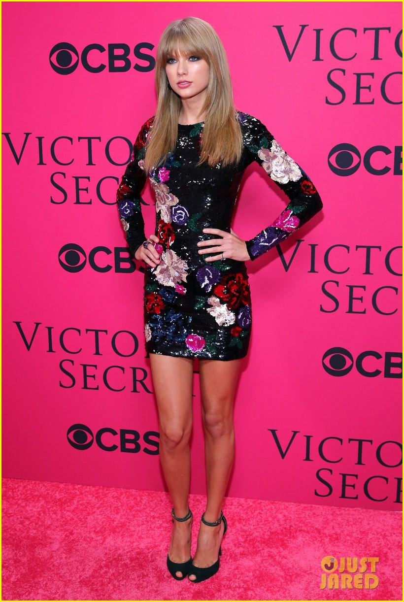 taylor swift victorias secret fashion show 2013 pink carpet 012992073