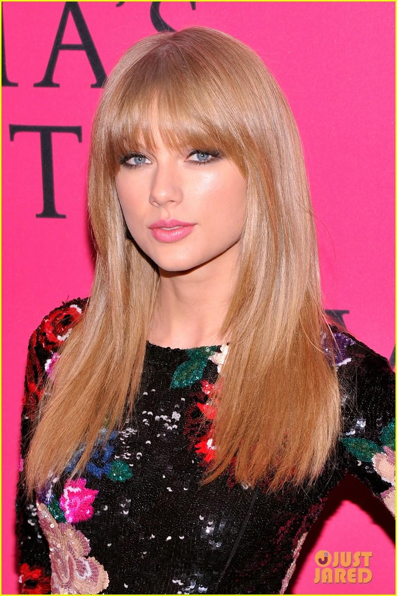 taylor swift victorias secret fashion show 2013 pink carpet 022992074
