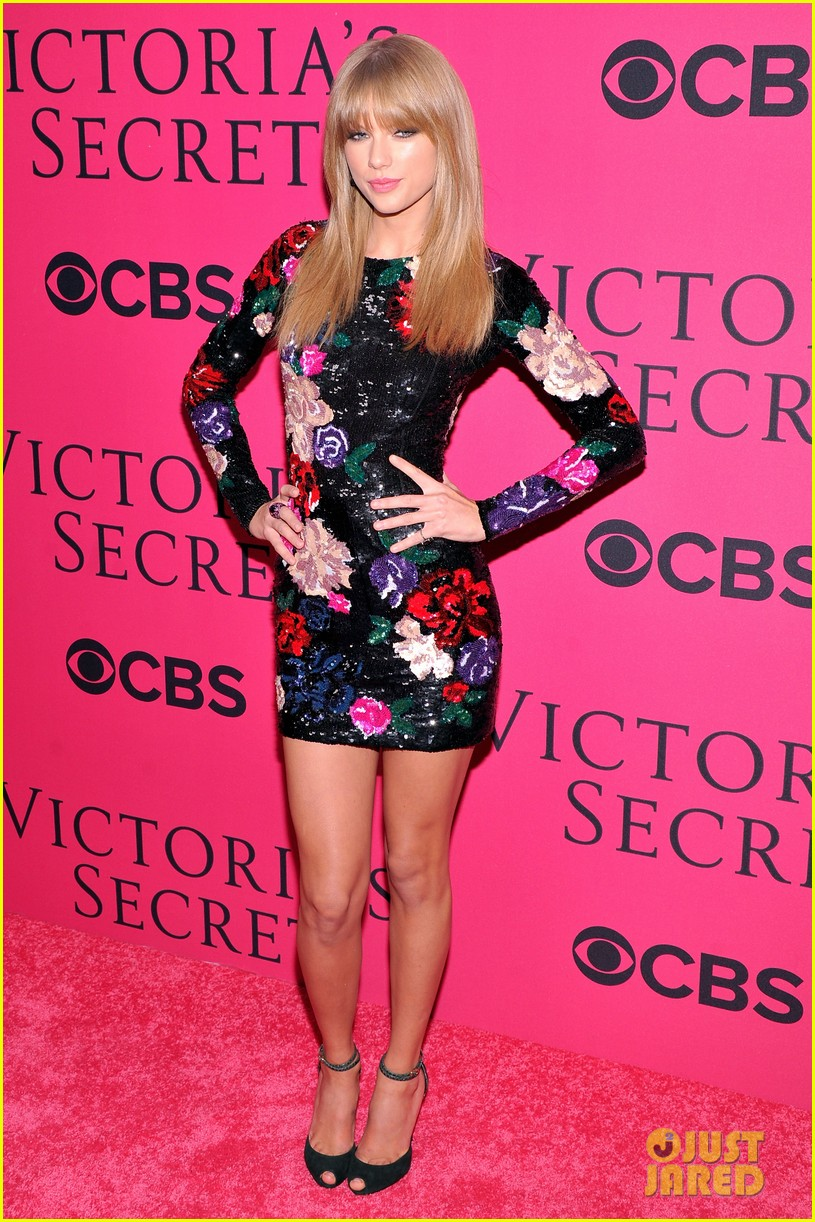taylor swift victorias secret fashion show 2013 pink carpet 15