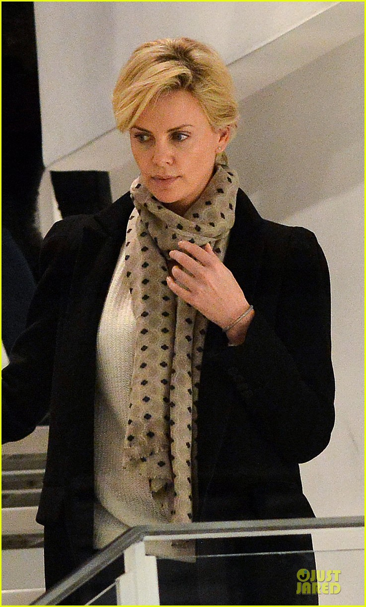 charlize theron colette store shopper in paris 022995553