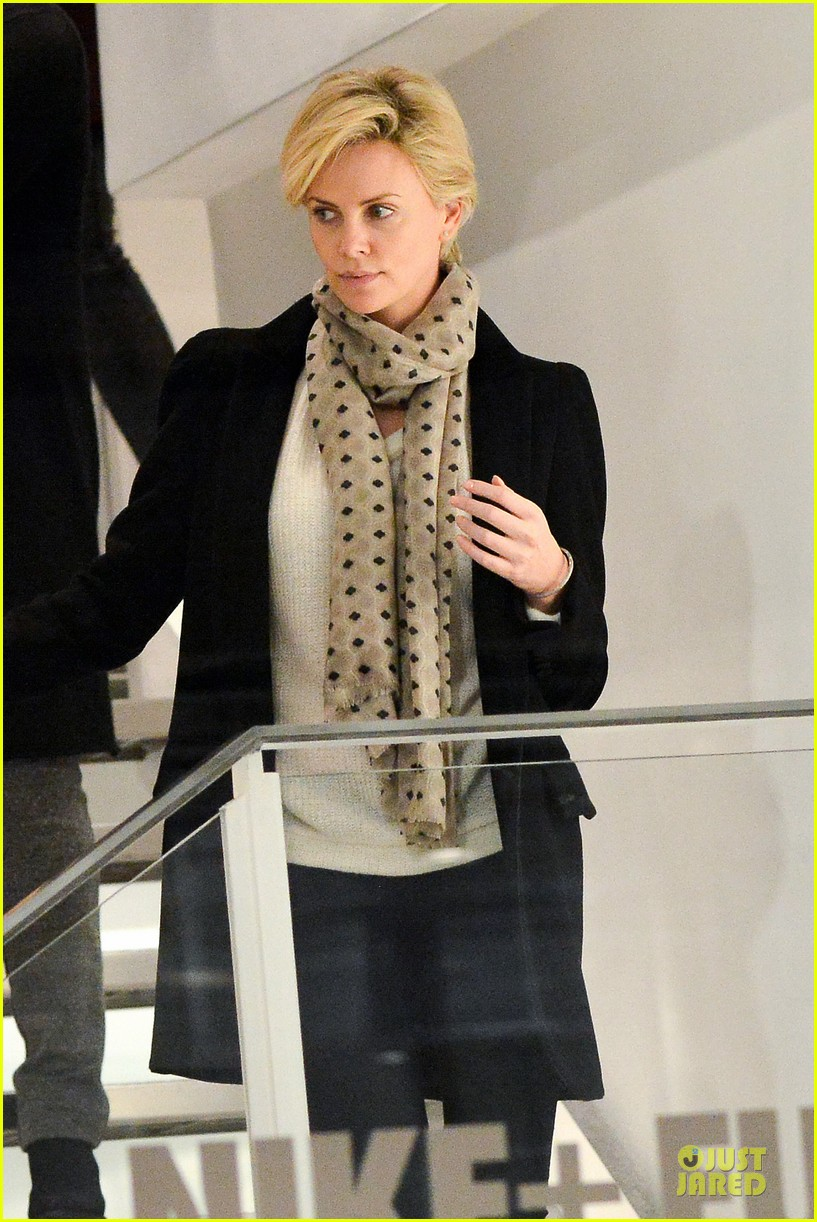 charlize theron colette store shopper in paris 04