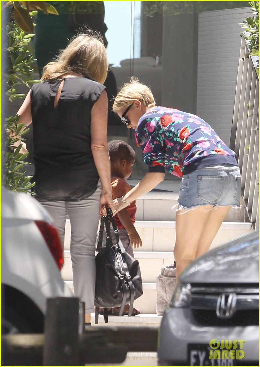 charlize theron sydney outing with her little man jackson 132999874
