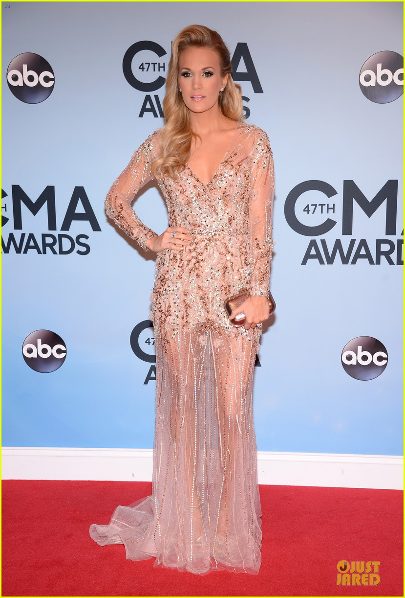 carrie underwood cma awards 2013 red carpet 012987174