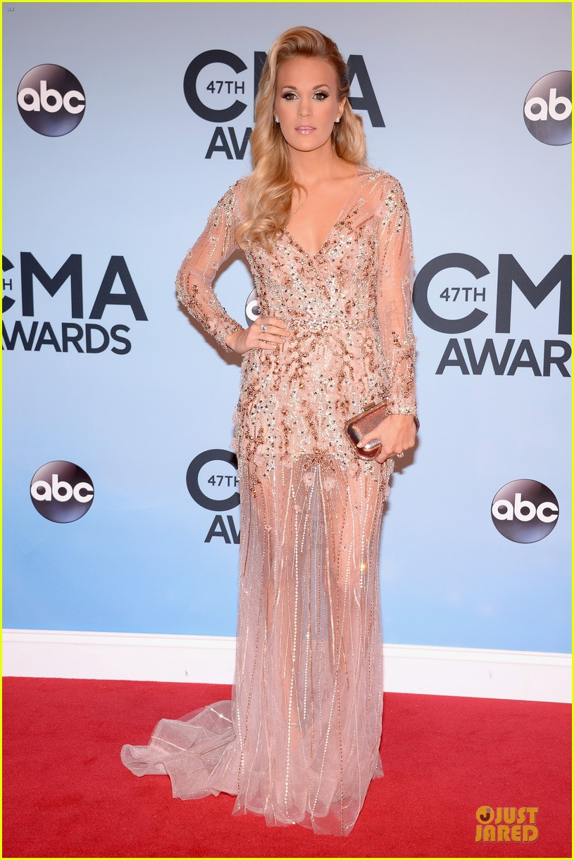 carrie underwood cma awards 2013 red carpet 03