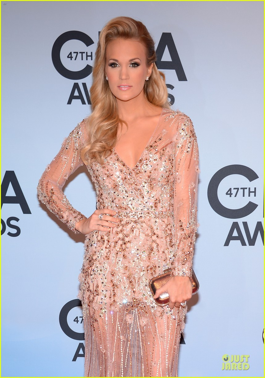 carrie underwood cma awards 2013 red carpet 042987177