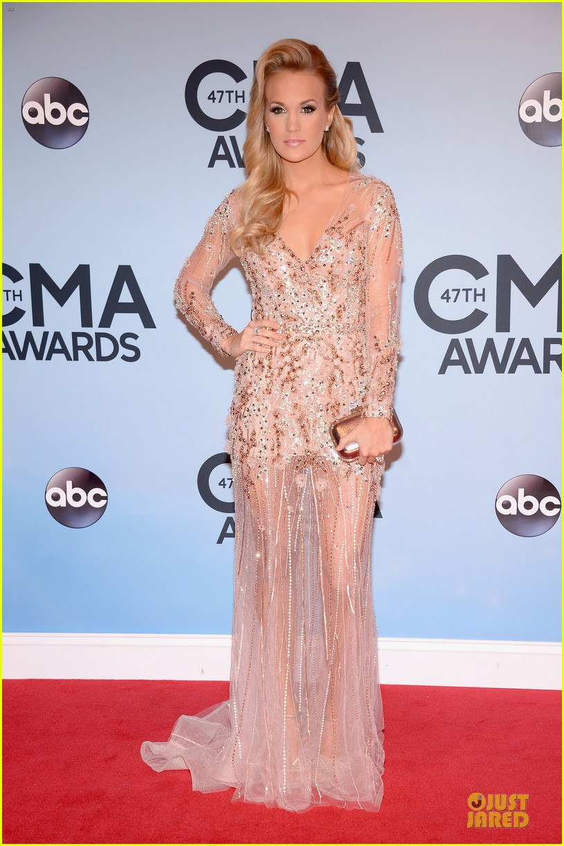 carrie underwood cma awards 2013 red carpet 052987178