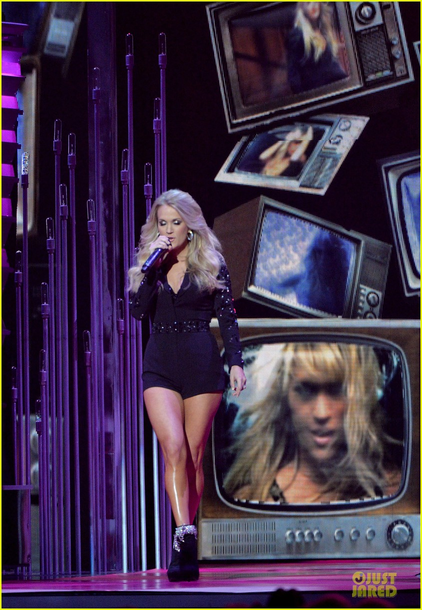 carrie underwood medley performance at cmas 2013 watch now 012987284