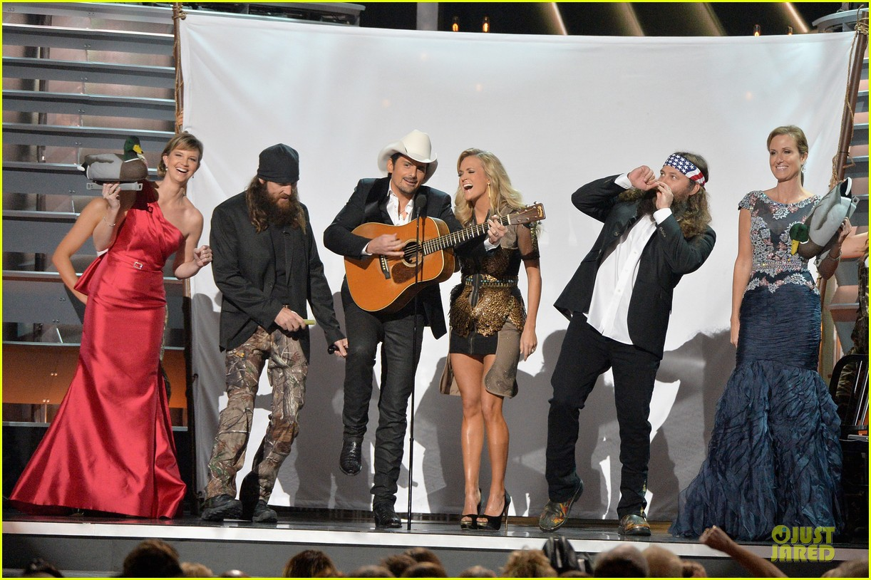 carrie underwood medley performance at cmas 2013 watch now 07