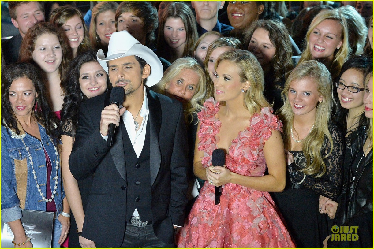 carrie underwood medley performance at cmas 2013 watch now 092987292