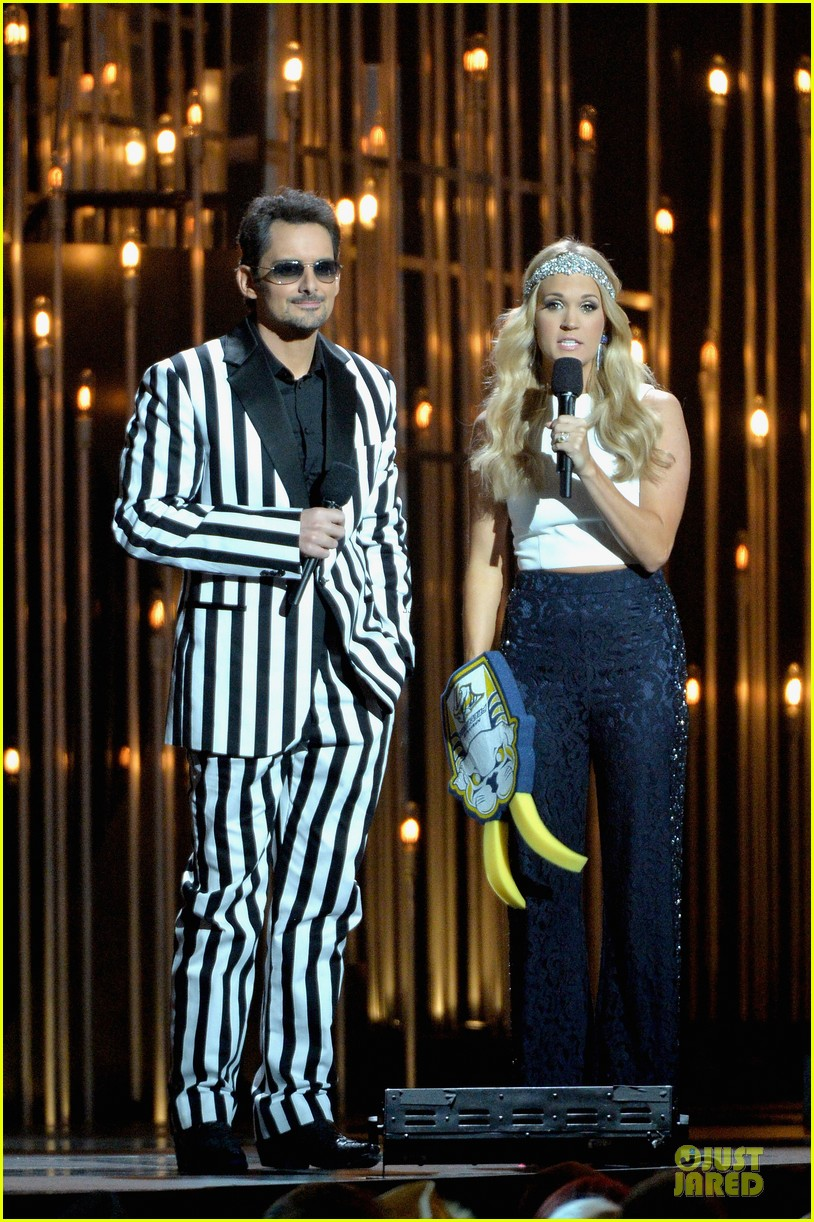 carrie underwood medley performance at cmas 2013 watch now 142987297