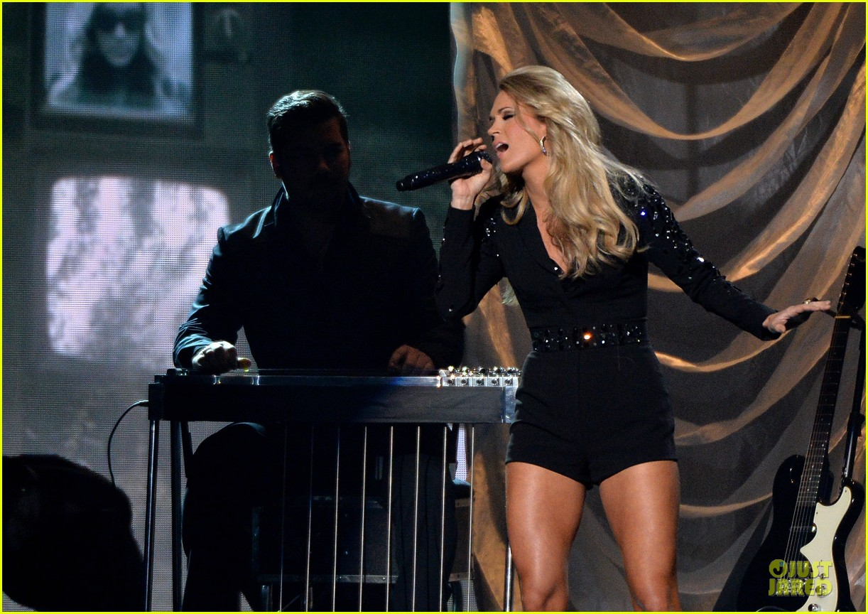 carrie underwood medley performance at cmas 2013 watch now 172987300