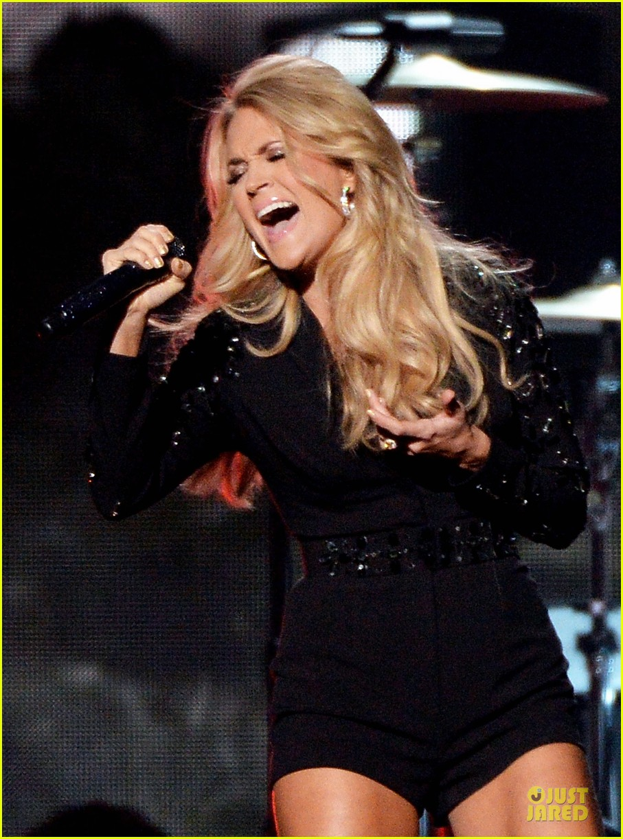 carrie underwood medley performance at cmas 2013 watch now 19