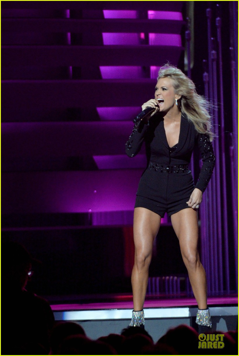 carrie underwood medley performance at cmas 2013 watch now 202987303