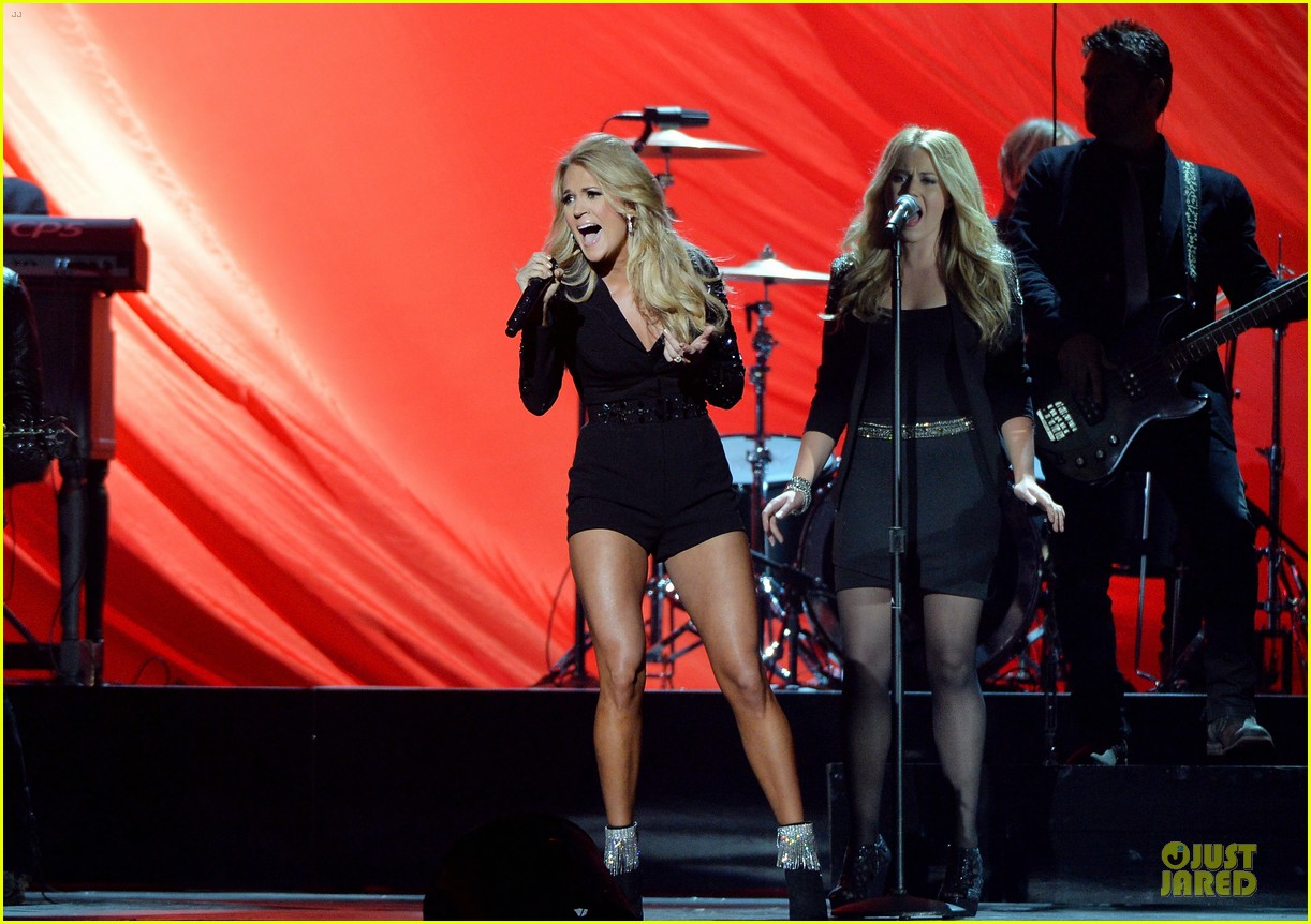 carrie underwood medley performance at cmas 2013 watch now 21