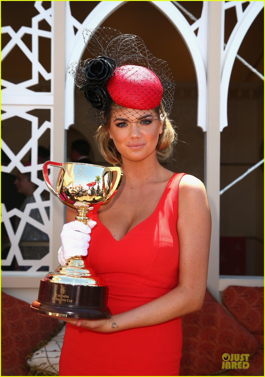 kate upton red hot cleavage for melbourne cup day 042986888