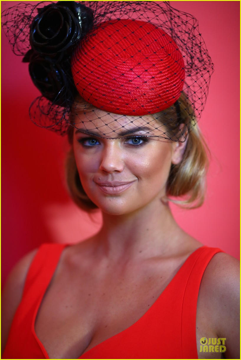 kate upton red hot cleavage for melbourne cup day 112986895