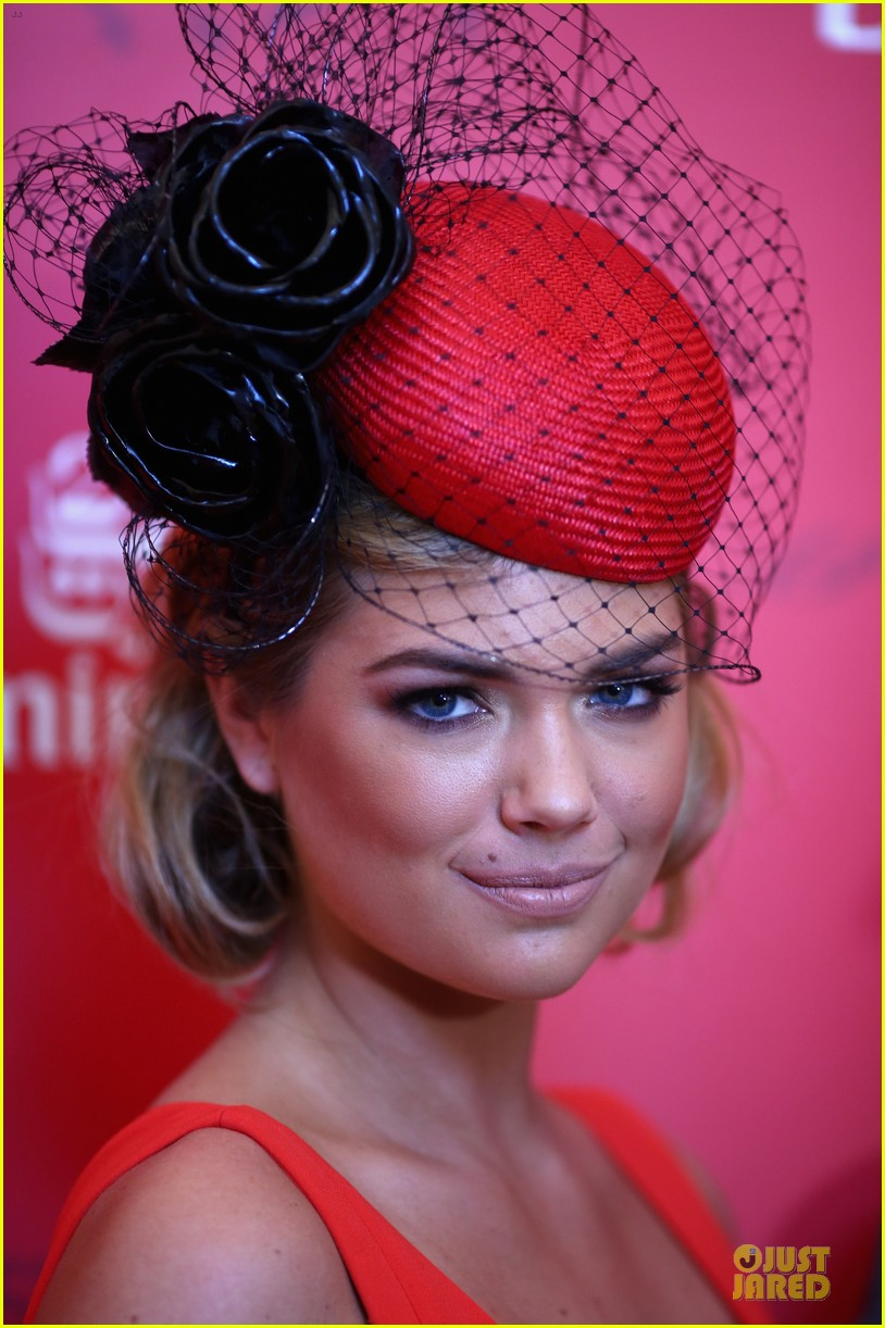 kate upton red hot cleavage for melbourne cup day 122986896