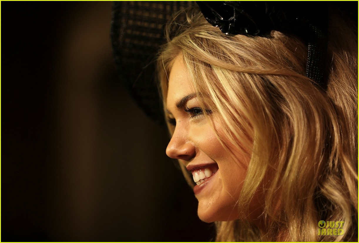 kate upton red hot cleavage for melbourne cup day 212986905