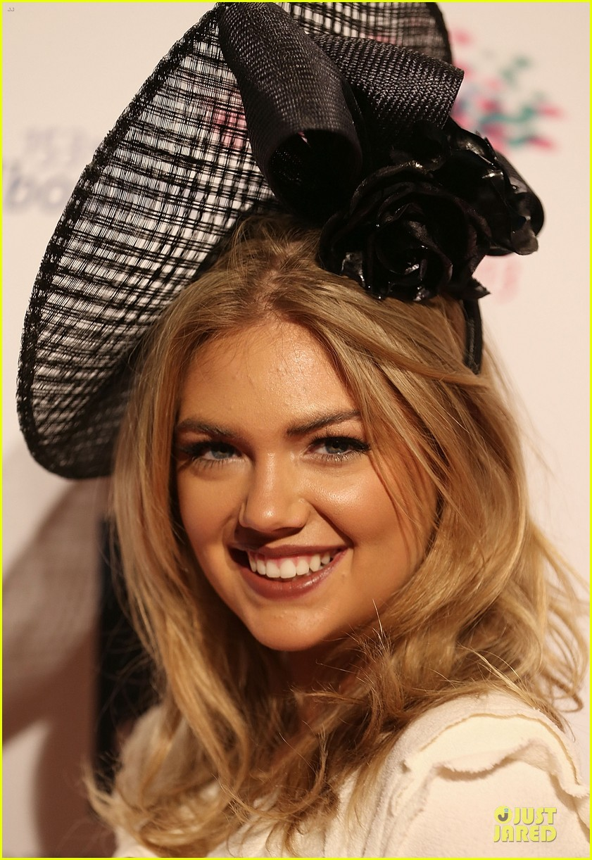 kate upton red hot cleavage for melbourne cup day 222986906