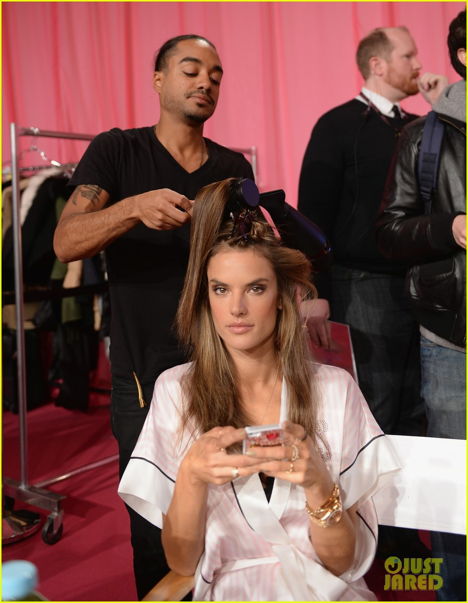 victorias secret angels prep for fashion show 2013 pics 20
