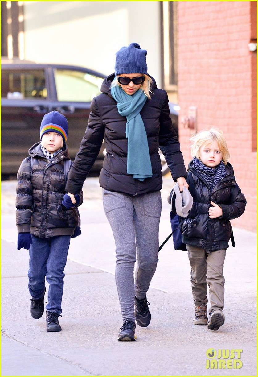 naomi watts braves chilly weather for school walk 03