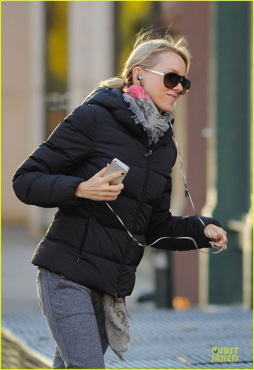 naomi watts sweater matching kicks for grocery run 042996133