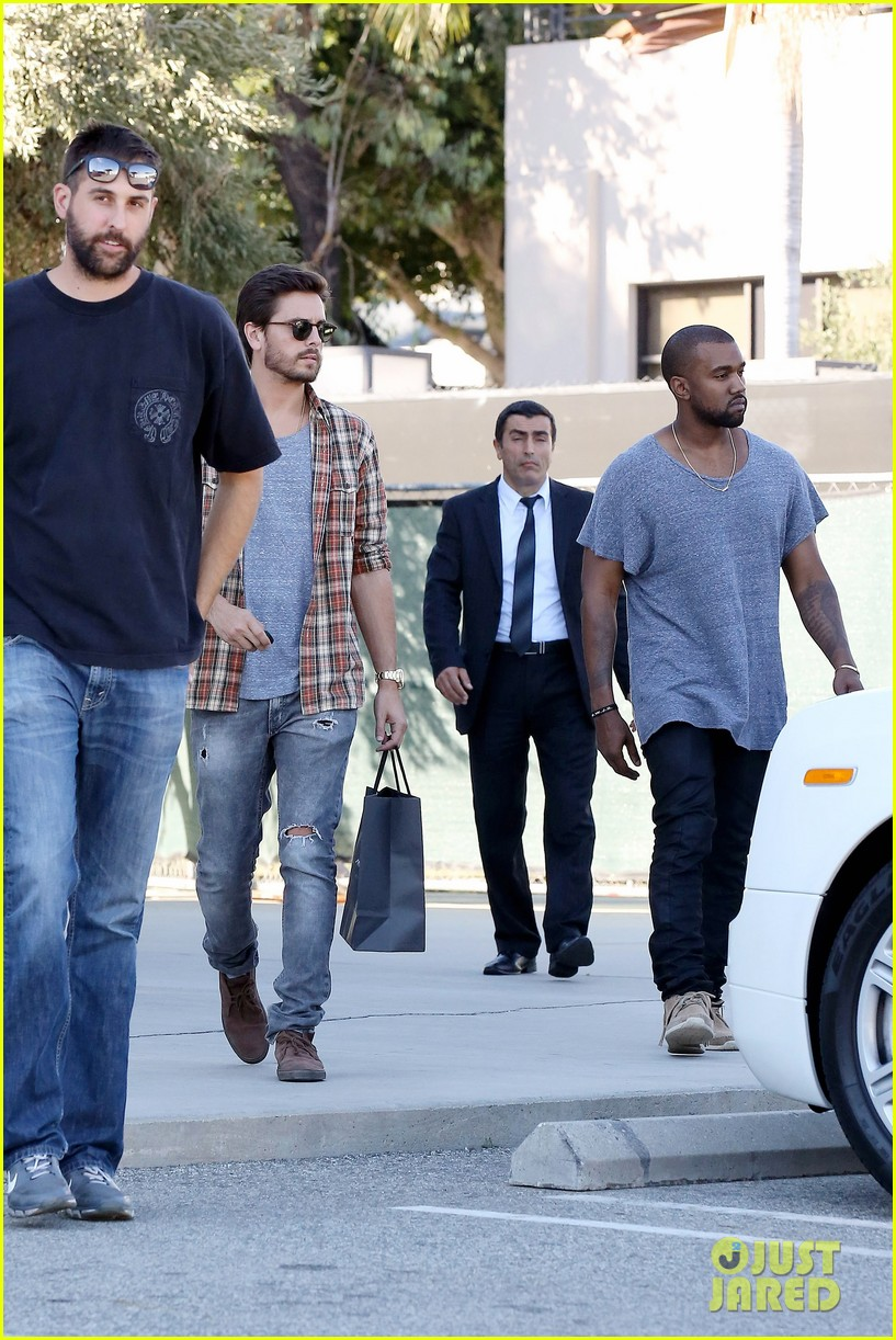 kanye west goes shopping with scott disick 022991966