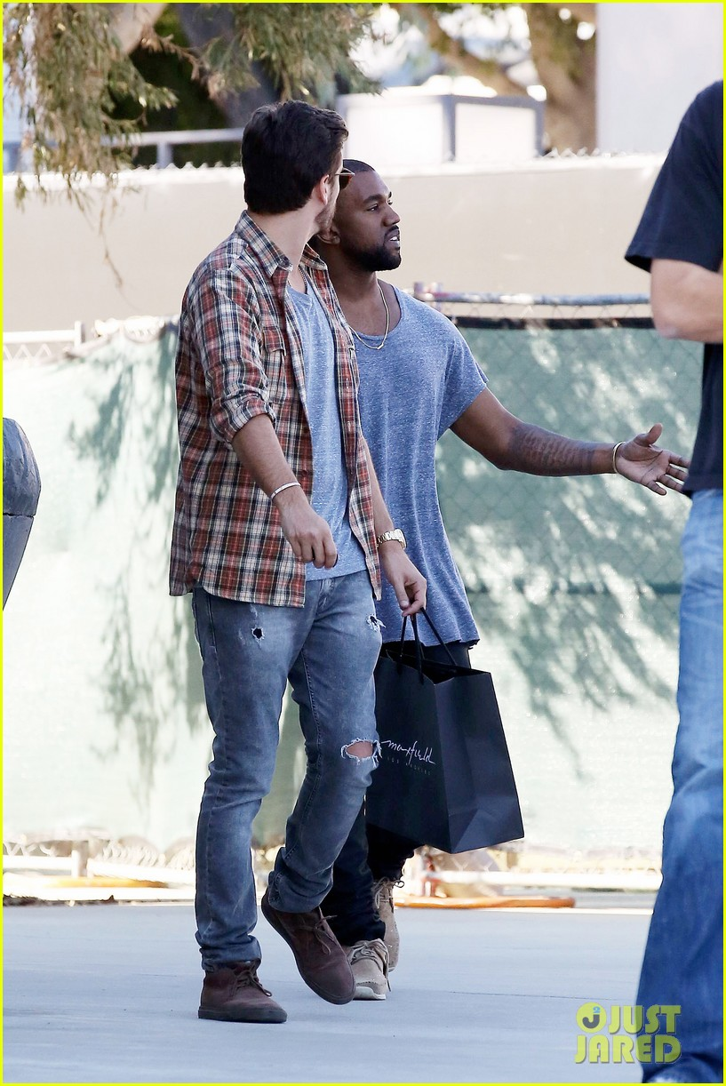 kanye west goes shopping with scott disick 042991968