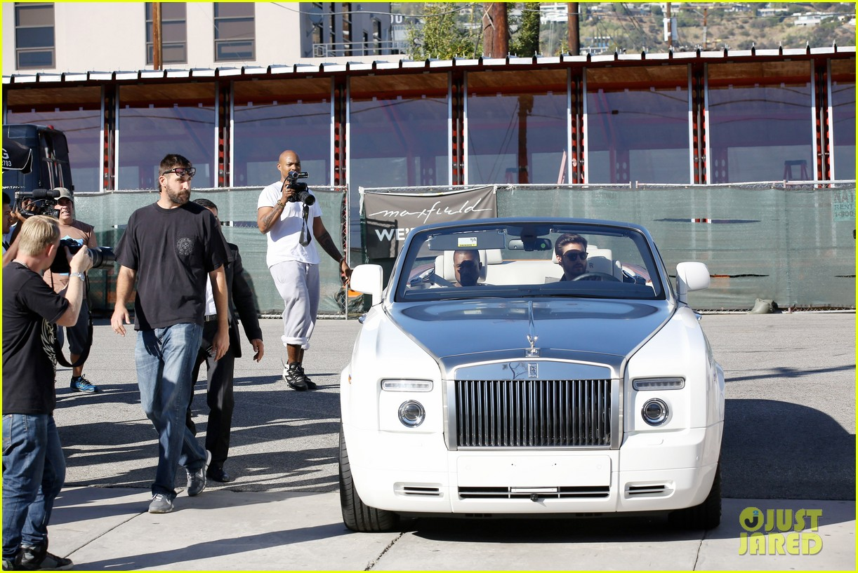 kanye west goes shopping with scott disick 092991973