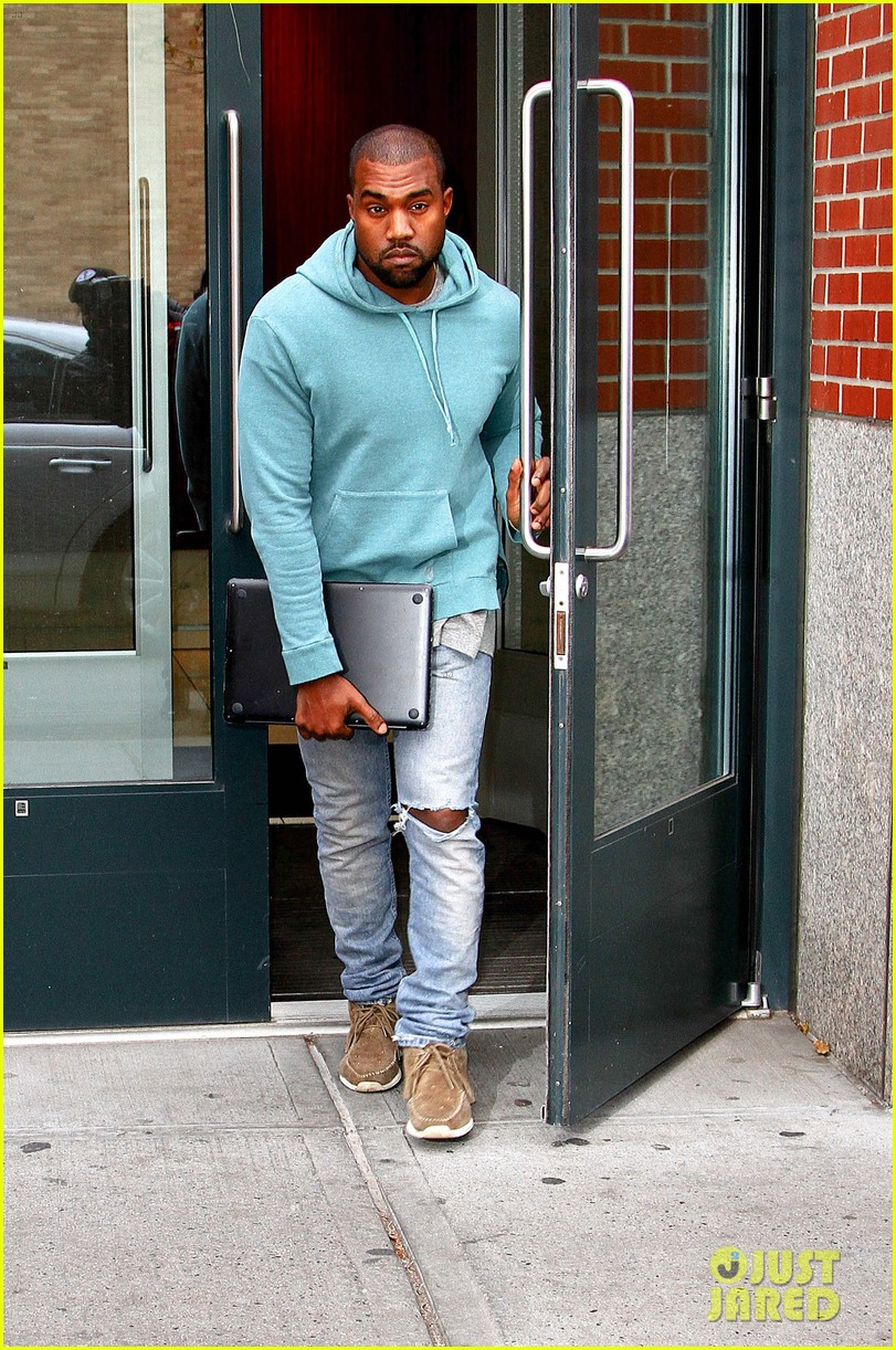 kanye west steps out after zappos responds to comments 012997490