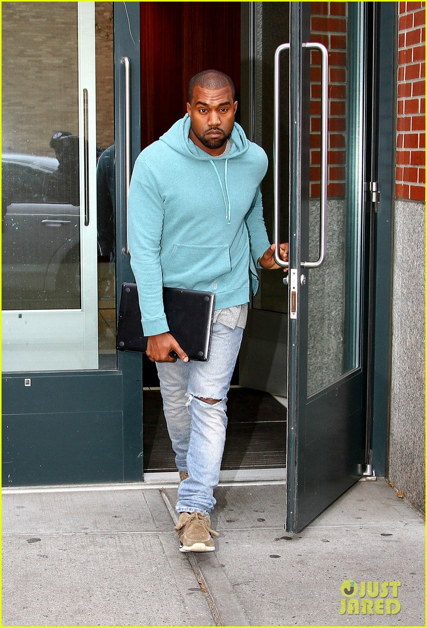 kanye west steps out after zappos responds to comments 122997501