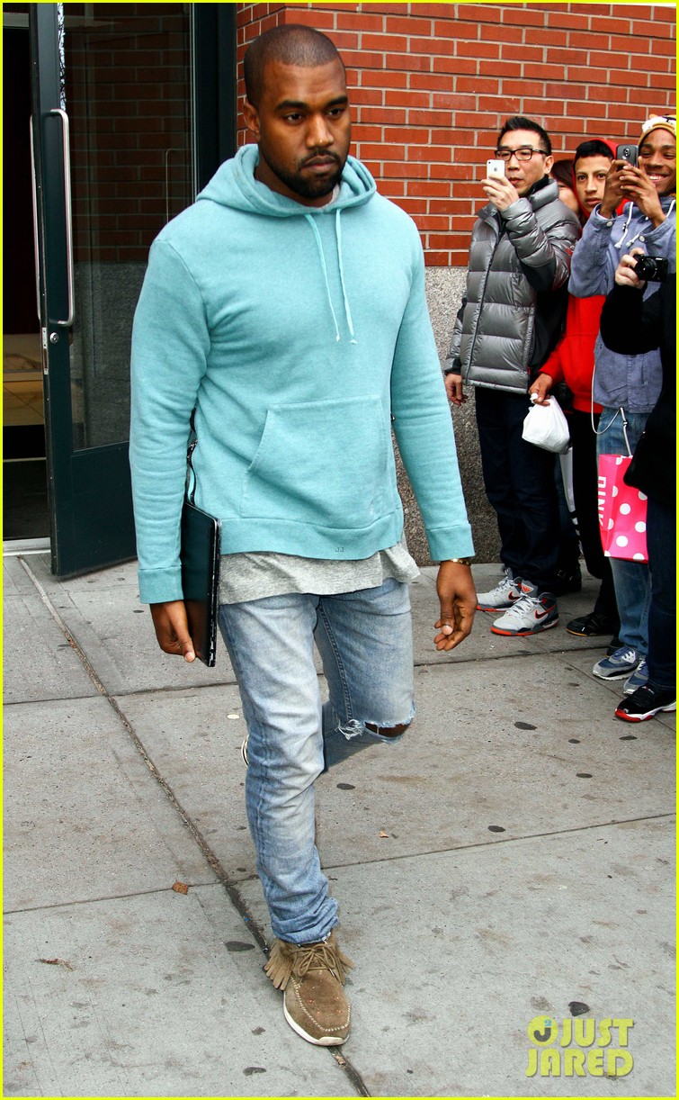 kanye west steps out after zappos responds to comments 132997502