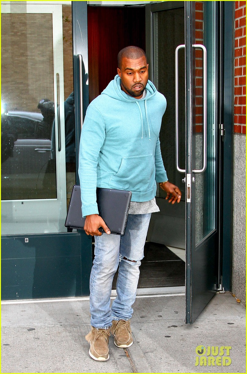 kanye west steps out after zappos responds to comments 152997504
