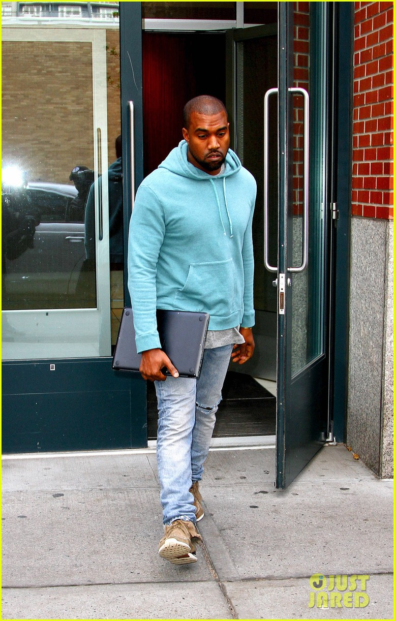 kanye west steps out after zappos responds to comments 162997505