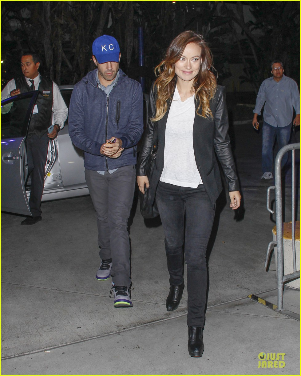 olivia wilde jason sudeikis kissing at lakers game 012984994