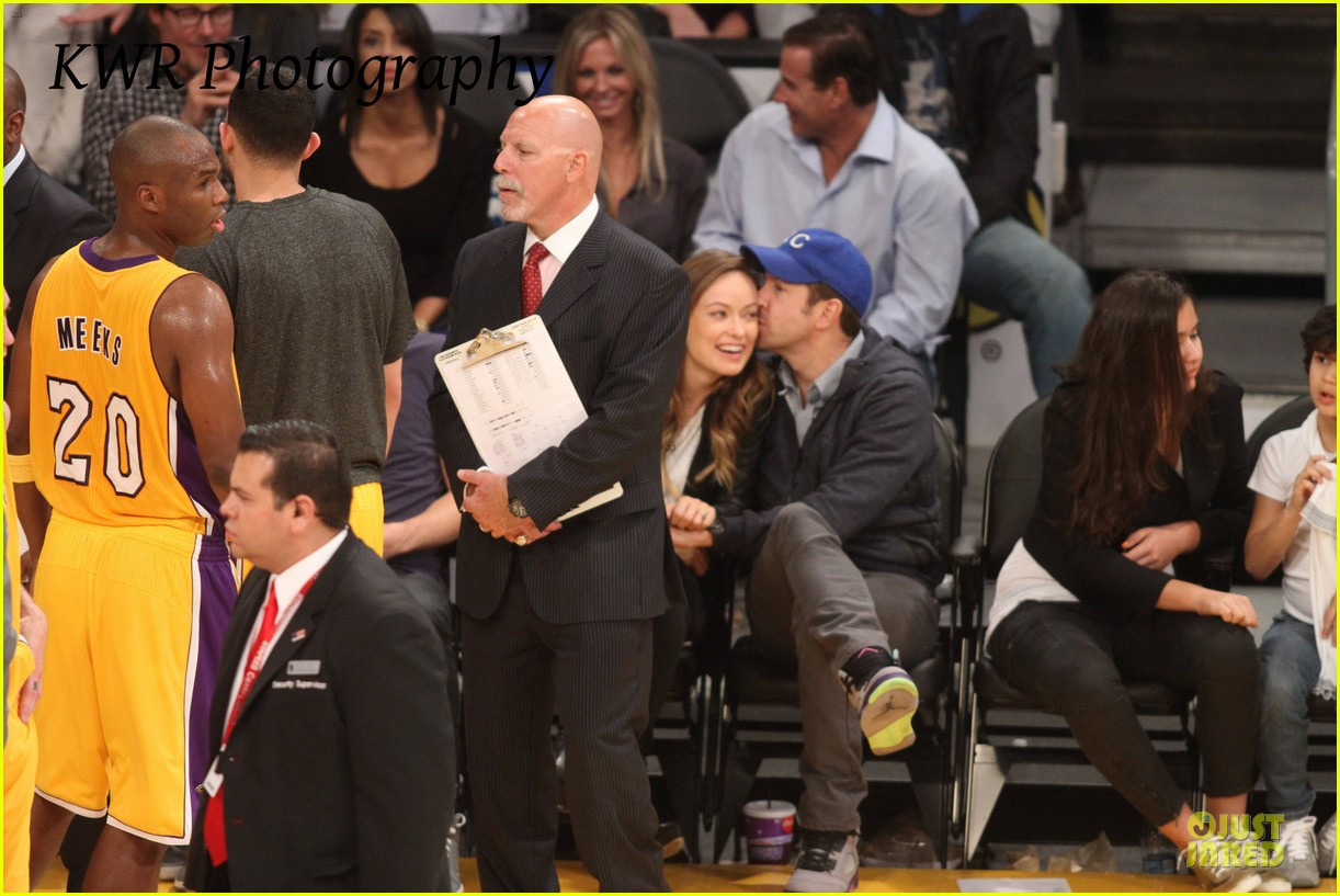 olivia wilde jason sudeikis kissing at lakers game 032984996